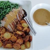Takatalveen sopivaa ruokaa: hunajaista possun ulkofilettä ja rapeita perunoita