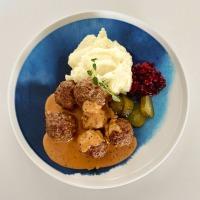 Viikonlopun ruokavinkki: lihapullia, pippurista kermakastiketta ja perunamuusia